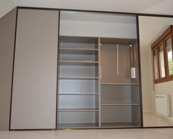 Menuiserie Gruet - Balnot-sur-Laignes - Fabrication d'un dressing : étagères, penderie, façades coulissantes