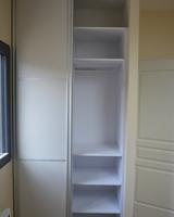 Menuiserie Gruet - Leuglay - Agencement : niche de rangement avec portes coulissantes