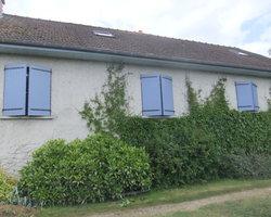 Menuiserie Gruet - Cérilly - Fenêtres pin maritime 2 vantaux et volets battants aluminium