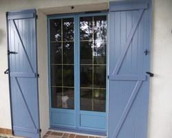 Menuiserie Gruet - Cérilly - Porte fenêtre pin maritime 2 vantaux et volets battants aluminium