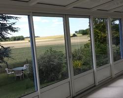 Menuiserie Gruet - Cérilly - Véranda aluminium bi-couleur ouverture coulissante avec puits de lumière
